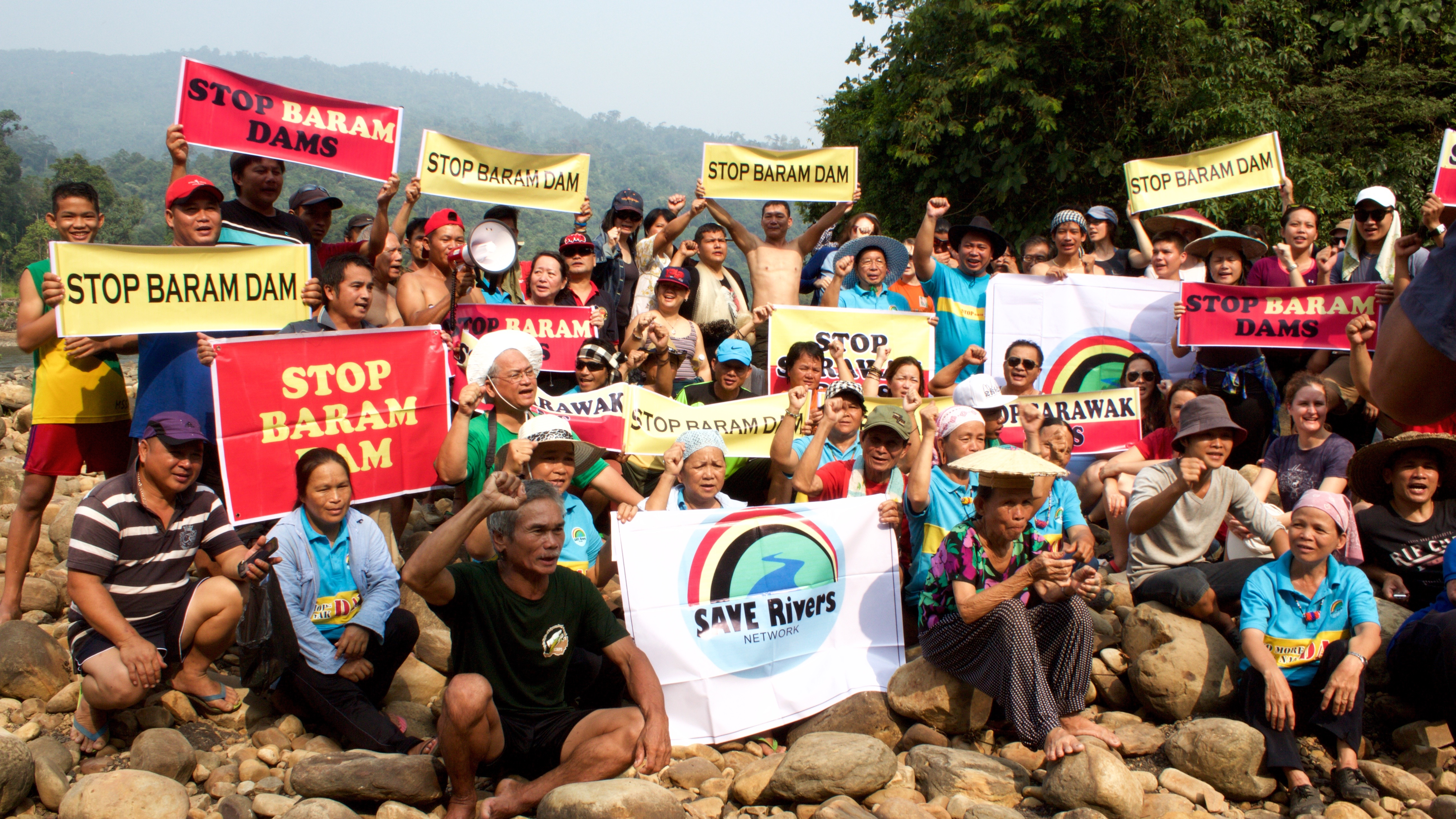 People of Baram and participants of WISER stand in solidarity at the Long Lama Blockade / Photo Credit: The Borneo Project