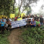 Natives protesting against the proposed Baram hydroelectric dam are digging in their heels and ready to confront forestry officials out to dismantle their blockade. – Pic courtesy of internationalrivers.org