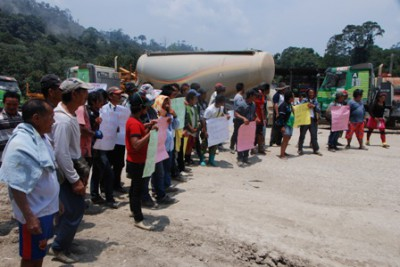 Penans protest against Murum dam-Road blocked-2
