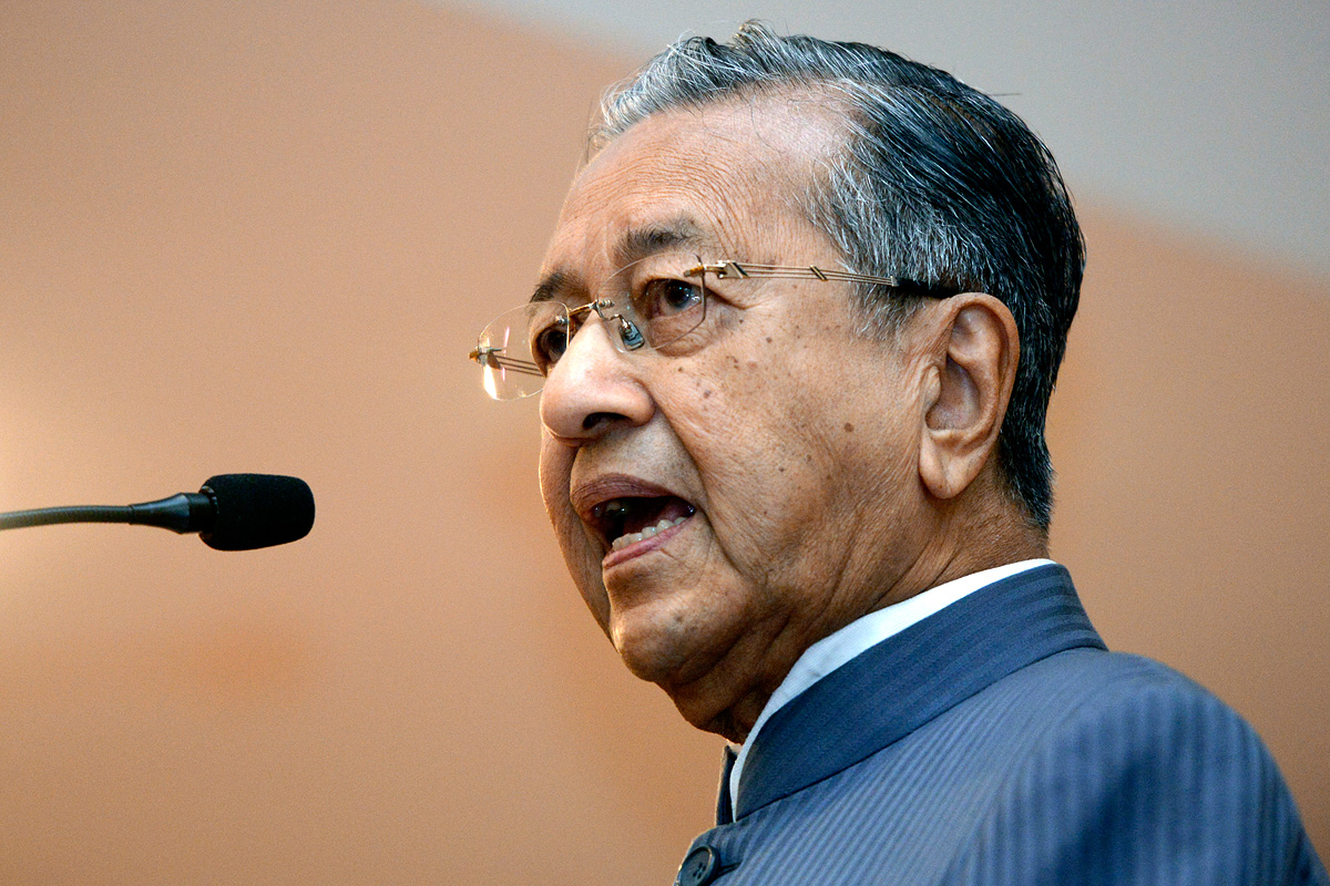 Tun Dr Mahathir Mohamad, speaking in Kuching, has come out in support of NGO Save Rivers in calling for the building of smaller dams which do less damage to the environment and native population in Sarawak. – The Malaysian Insider pic, January 27, 2015.